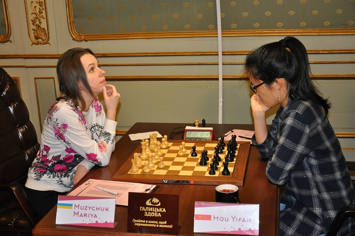 M.Muzychuk-Hou (Photo taken from chess-news.ru)