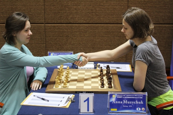 M.Muzychuk-A.Muzychuk (Photo taken from the official site)